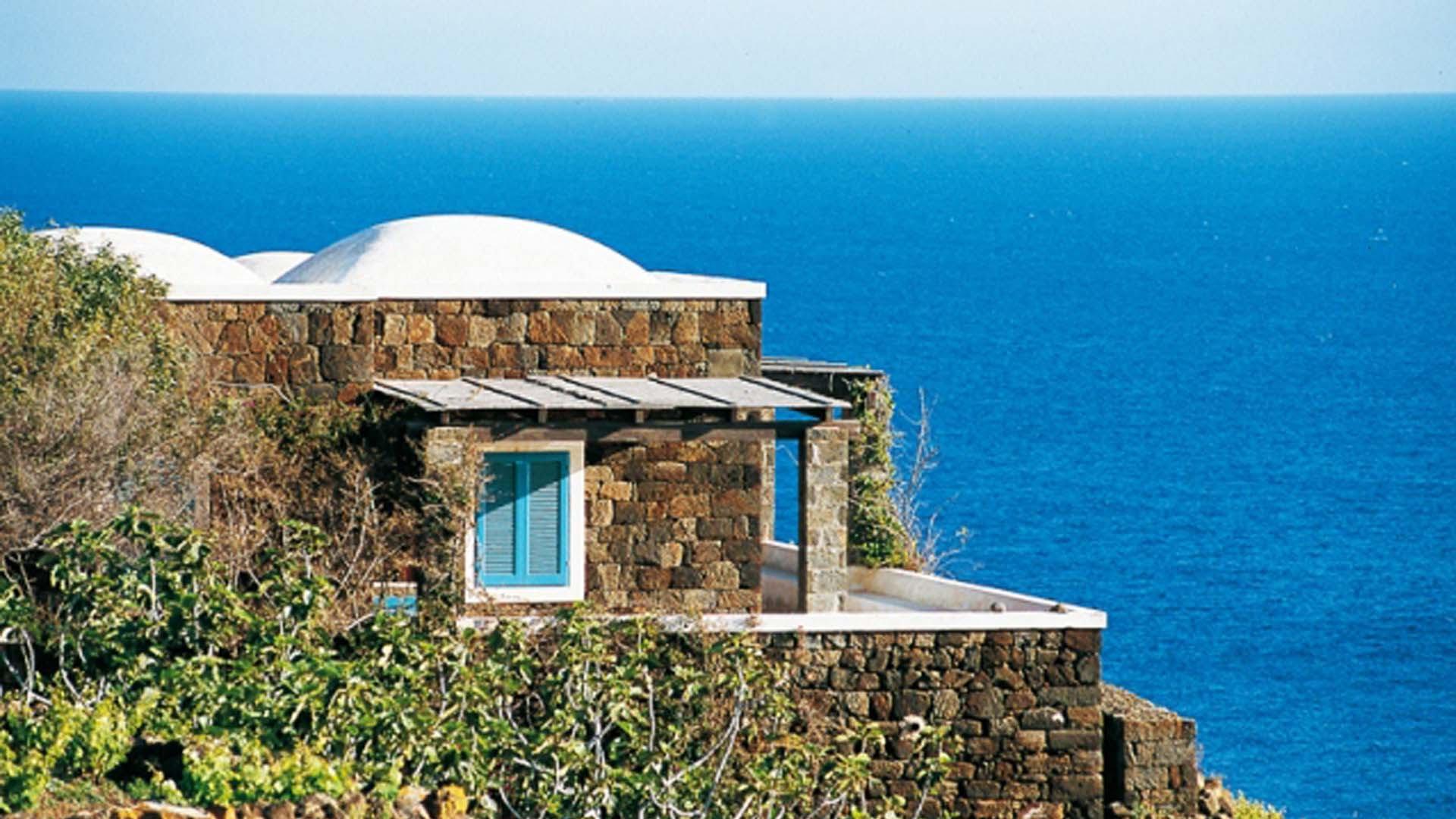 Mare, Pantelleria conquista le 5 vele di Legambiente e Touring