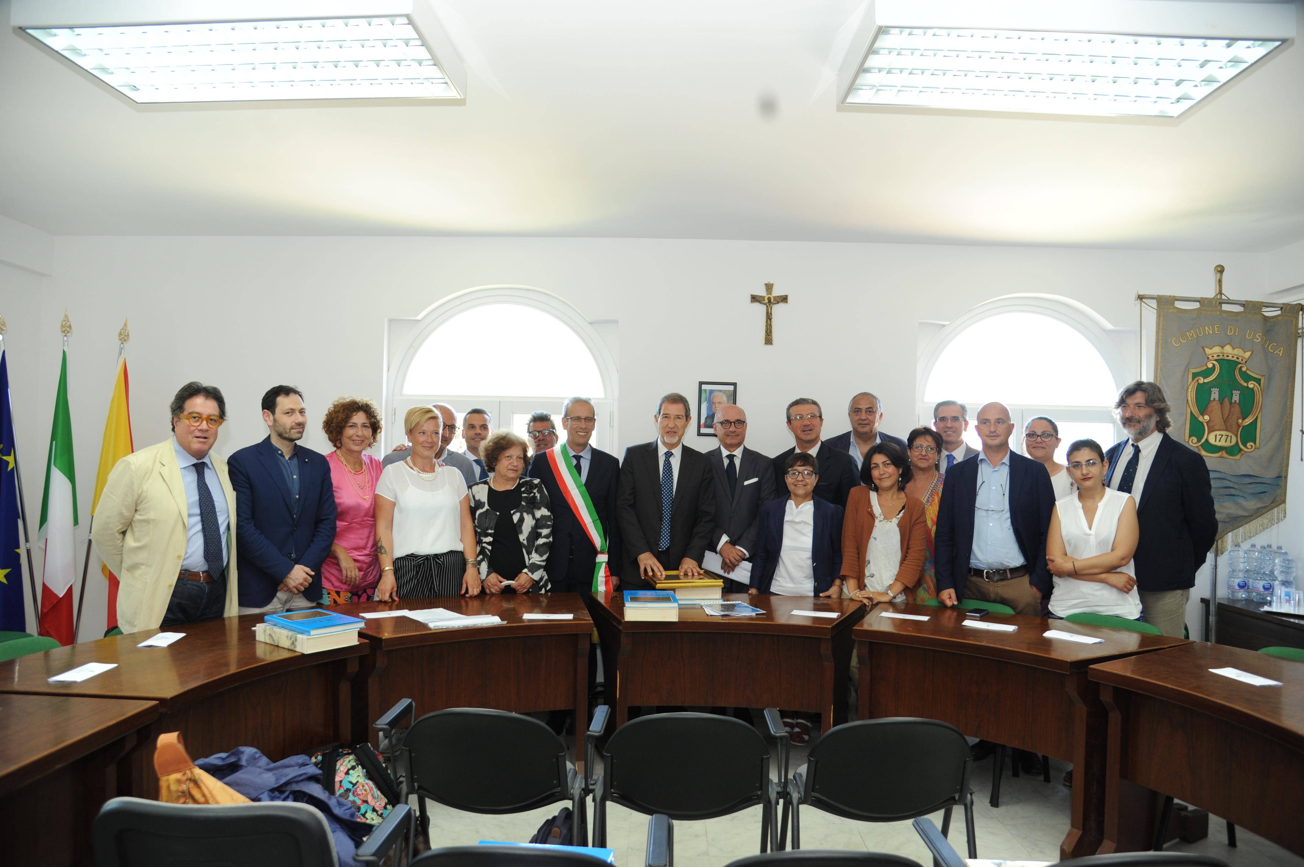 Regione: Governo Musumeci a Ustica, un ddl per valorizzare Isole minori
