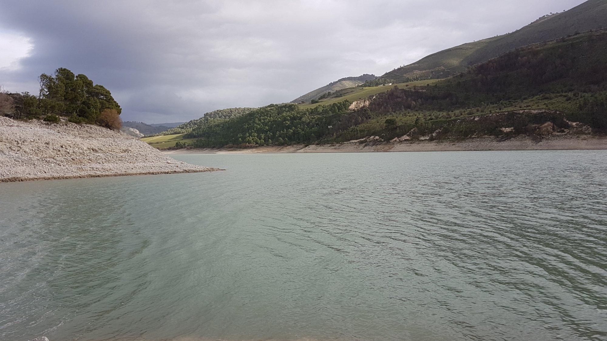Licodia Eubea, al lago Dirillo pesca sportiva dedicata al Luccio