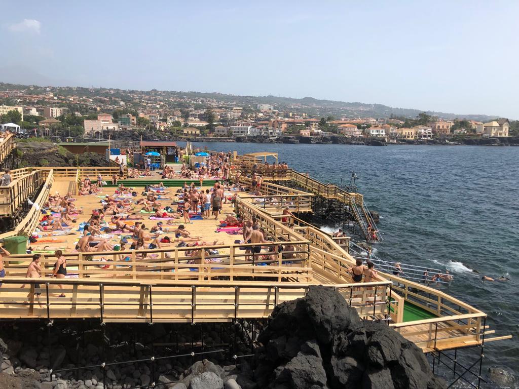 Catania, nel solarium del Nautico aperta anche l'area della discesa disabili