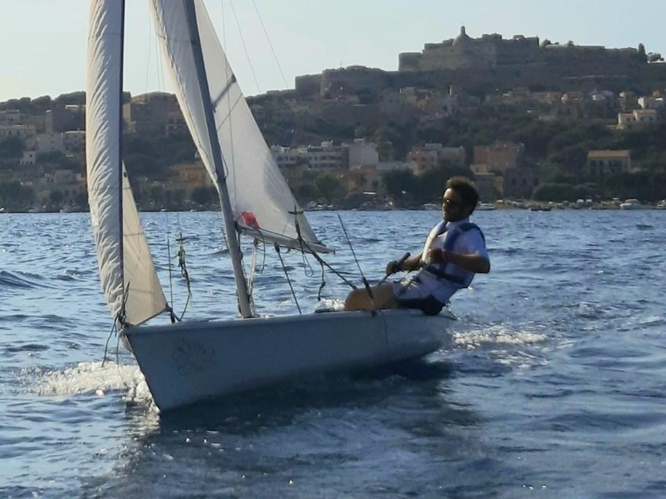 Navigare tra le Eolie per raccontare Siso: la nuova avventura di Carmelo Isgrò
