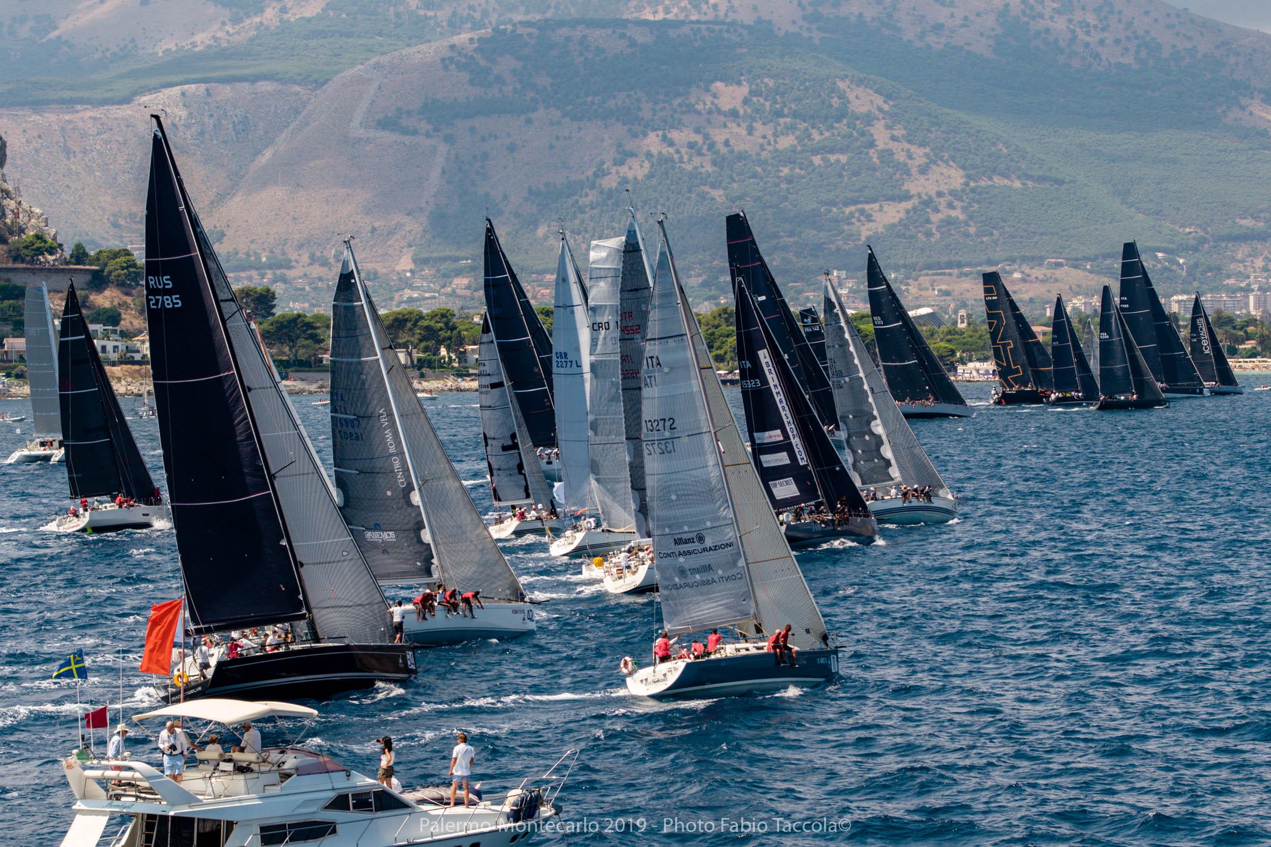 Nel golfo di Mondello spettacolare partenza della XV Palermo-Montecarlo