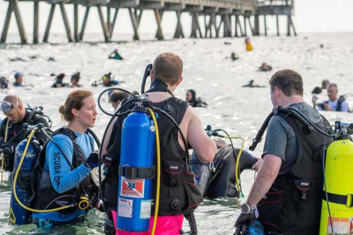 Pulizia dei fondali in Florida: 633 subacquei battono il record del mondo