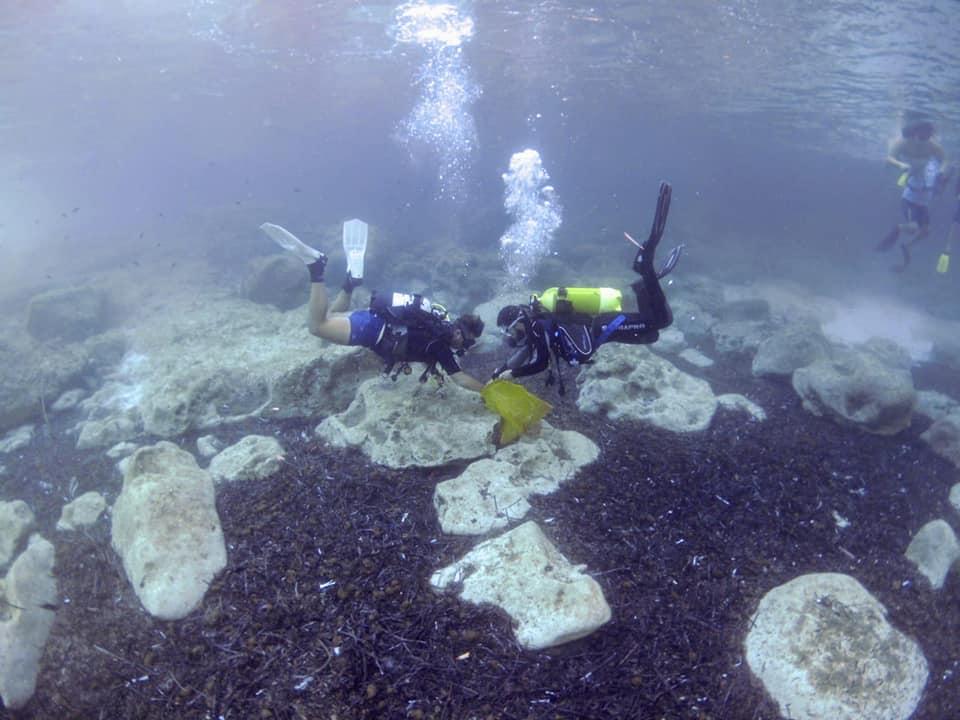 Lampedusa: sub e volontari puliscono i fondali e la costa dell'isola