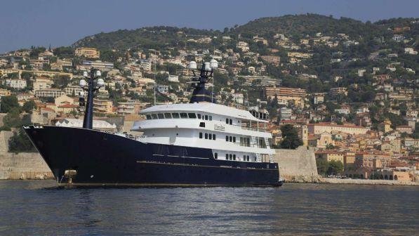 Eolie, traghetto si scontra con yacht: 5 feriti di cui uno grave