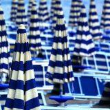 ombrelloni, spiaggia, blu, ombrellone, esterno, tavolo, in fila, grande gruppo di oggetti, full frame, interno