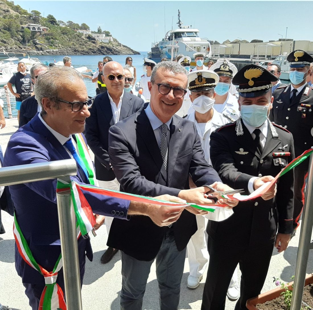 Cordaro inaugura la stazione marittima ustica